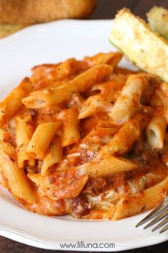 One of the best Italian recipes ever- Mozzarella Penne! BEYOND delicious! Best Italian Recipes, New Recipes, Cooking Recipes, Favorite Recipes, Penne Recipes, Cheesy Recipes, Penna Pasta Recipes, Rigatoni, Penne Pasta