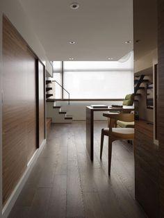 房價居高不下,很多人會紛紛轉戰小坪數的房屋。但是小屋較為狹窄,容易產生壓迫感,住起來不舒適。在這個時候要如何讓空間保有簡單清爽、整齊收納的風格,就成為舒適的關鍵了,《杰瑪設計》的這個案例可以做為許多單身貴族購買小屋後,想要整修的參考方向。