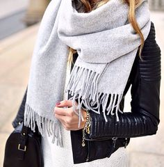 A cozy scarf makes all the difference when it comes to actually making your winter ensemble warm. Winter outfits with scarf accessories . Mode Outfits, Casual Outfits, Fresh Outfits, Winter Outfits, Spring Outfits, Mode Shoes, Beauty And Fashion, Style Fashion, Girl Fashion