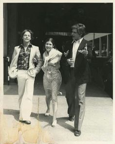 A photo I've seen before: Mark Hamill, Carrie Fisher and Harrison Ford out on the original STAR WARS promotional circuit in the summer of Star Wars Cast, Rey Star Wars, Star Trek, Mark Hamill Carrie Fisher, Carrie Fisher Harrison Ford, Han And Leia, Star War 3, Star Wars Gifts, Held