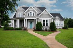 House with grey exterior and large courtyard garden featuring beautiful plants and lawn. Grey Exterior, House Paint Exterior, Exterior Paint Colors, Exterior House Colors, Craftsman Exterior Colors, Craftsman Cottage, Modern Craftsman, Craftsman Style Homes, Exterior Paint Combinations