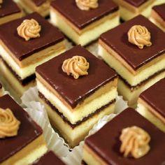 Bánh Opera là một loại bánh ngọt châu Âu đã xuất hiện từ lâu đời. Bánh gồm nhiều lớp kem, socola đan xen nhau. Những chiếc bánh opera đẹp mắt với hương socola hấp dẫn và hương vị ngọt ngào sẽ đánh thức mọi giác quan của bạn đấy! Nguyên liệu làm bánh Opera – […]