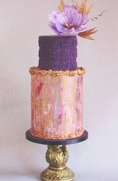 Metallic Wedding Cakes - Belle The Magazine Crazy Wedding Cakes, Metallic Wedding Cakes, Square Wedding Cakes, Diy Wedding Cake, Wedding Cakes With Flowers, Wedding Cake Designs, Wedding Cake Toppers, Purple Wedding, Gold Wedding