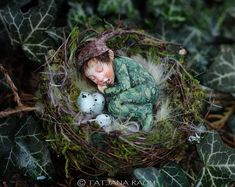 Garçon lutin miniature en nid 01:12 taille de la maison de