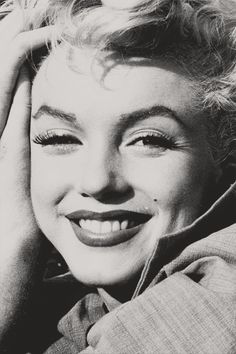 Image about black and white in Oh Marilyn💗 by Monroe Estilo Marilyn Monroe, Marilyn Monroe Photos, Viejo Hollywood, Old Hollywood, Classic Hollywood, Hollywood Glamour, Hollywood Stars, Joe Dimaggio, Norma Jeane