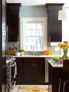 I love how they boxed the crown molding in on top of the cabinets.