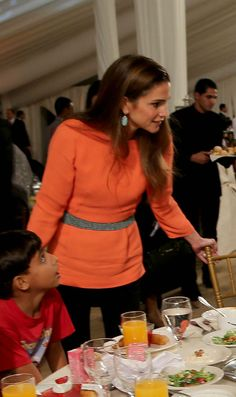 6 July 2014 - Queen Rania of Jordan Queen Rania, Queen Letizia, Semi Formal Attire, Black Indians, Royal Queen, Her Majesty The Queen, Princess Style, Royal Fashion, Royalty