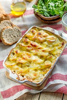 Potato Gratin with Camembert How To Cook Artichoke, Cuisine Diverse, Potatoes Au Gratin, Yummy Food, Tasty, Food Inspiration, Macaroni And Cheese, Food And Drink, Menu