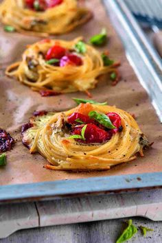 Sind noch ein paar Nudeln vom Mittag übriggeblieben? Zum Wegschmeißen viel zu schade! Betreiben Sie doch mal kreative Resteverwertung mit Pasta und Co.