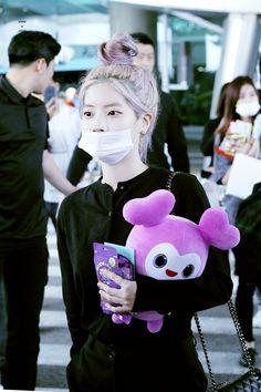 Dahyun-Twice 181004 Incheon Airport from Japan J Pop, Kpop Girl Groups, Korean Girl Groups, Kpop Girls, Twice Group, Twice Once, Twice Dahyun, Im Nayeon, Extended Play