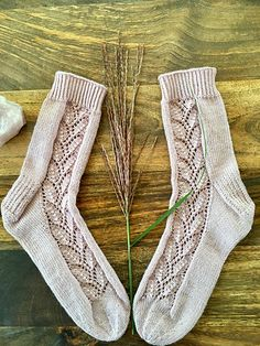 Ravelry: Chocolate Kiss Socks pattern by Marianne Heikkinen Easy Scarf Knitting Patterns, Knitting Socks, Free Knitting, Baby Knitting, Knit Socks, Mitten Gloves, Mittens, Honeycomb Stitch, Marianne