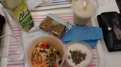 Cojean Haussmann Paris : veggie ricotta zucchini and tomato lasagna, honey and pumpkin seeds greek yogurt, matcha green tea tapioca beads milky bubble tea, carrot cake, aloe vera juice