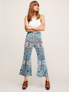 New Romantics Savannah Pant   Printed pants in an easy-to-wear fabric, featuring a wide-leg silhouette. With a slightly stretchy fit, and pull-on style for an effortless wear.