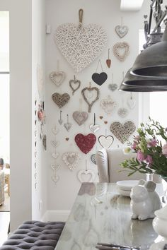 Romantic Valentine's Day Decoration Ideas to Beautify Your Home - Romantic Valentine's Day Decoration Ideas to Beautify Your Home - Decoration Shabby, Decoration Entree, Heart Decorations, Valentines Day Decorations, Valentine Heart, Valentine Crafts, Diy Home Decor, Room Decor, Heart Wall Art