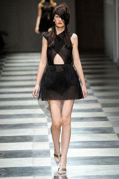 Prada Spring 2010 Ready-to-Wear Collection Photos - Vogue
