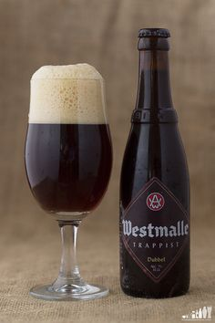 Dark Beer, Beers Of The World, Beer Bottle, Burgers, Red Wine, Brewing, Alcoholic Drinks, Strong, Vase