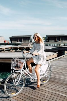 Fashion | Bicycle | Summer | Off shoulder dress | More on Fashionchick.nl