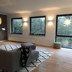 Unser Haus: das Wohnzimmer ist fertig! - Lybstes. Interior, Halle, Room Ideas, Home Decor, Bedroom, Windows And Doors, Black Windows, Residential Lighting, Old Apartments