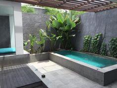 Plunge pool - Picture of Mercure Bali Legian - Tripadvisor Small Swimming Pools, Small Pools, Swimming Pools Backyard, Swimming Pool Designs, Rooftop Pool, Backyard Pool Landscaping, Small Backyard Landscaping, Backyard Pergola, Fun Backyard