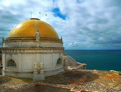 El Bicentenario de 'La Pepa' es una excusa como otra cualquiera para conocer Cádiz. http://www.elle.es/viajes/viajes/cinco-razones-para-viajar-a-cadiz