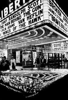 ニューヨークをはじめとする世界の都市を撮影した写真で知られるウィリアム・クラインの作品とともに、現在日本やアジアで活躍する写真家たちの作品を展示する「写真都市展 −ウィリアム・クラインと22世紀を生きる写真家たち−」が21_21 DESIGN SIGHTで開催される。会期は2018年2月23日〜6月10日。【美術手帖が運営するアートニュースサイト。アートを中心にクリエイティブ・マインドを刺激するコンテンツを発信します。】