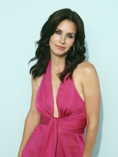 Courtney Cox Cougar Town hair - loose waves