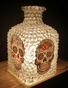 Hand Crafted Dia De Los Muertos Sugar Skulls Lamp - My Sugar Skulls Sugar Skull Crafts, Sugar Skull Decor, Sugar Skull Art, Sugar Skulls, Day Of The Dead Party, Day Of The Dead Skull, Wine Bottle Crafts, Bottle Art, Glass Bottle