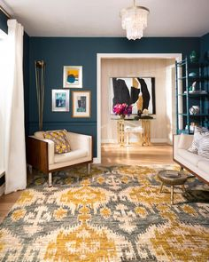 Mixing tones has never looked so gorgeous! Loloi's Xavier collection rug ties the entire room together.