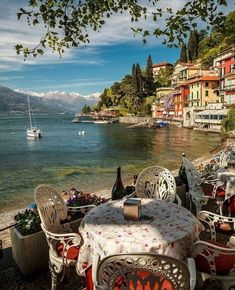 Comer See, Italien. - in 2020 Italy Vacation, Italy Travel, Vacation Spots, Vacation Packages, Beautiful Places To Visit, Wonderful Places, Places To Travel, Places To See, Comer See