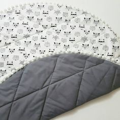 Fun Animal Faces Play Mat.....Fox, Rabbit, Padda, Play Mat...with or without pom poms  Black, White & Grey - Gender Neutral Your love this sweet and playful play mat, completely reversible with Balck & White fox, rabbit print on one side and a modern cotton on the other (you can choose the colour?)  Beautiful, modern, chic & stylish  Our tummy time play mats are so so soft, filled with polyester in the middle to beautifully cushion your little ones as they grow, wriggle and play…