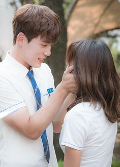 Choosing gifts is actually the hardest job in the world. Kim Joong Hyun, Jung Hyun, Kim Sejeong, Kim Jung, Becoming A Father, You Are The Father, School2017 Kdrama, School 2017, Korean Couple