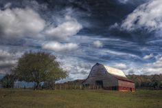 Kingston Barn by Tony Colvin on Capture Arkansas // I was trying out a new circular polarizer yesterday to see if it works. It may be too dark but I like the effect on the clouds.