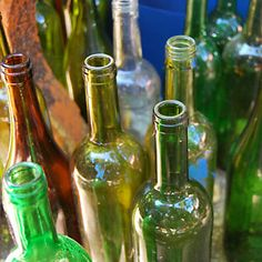 After testing 6 different methods, baking soda & water is the most reliable way to remove labels from wine bottles. Empty Wine Bottles, Recycled Wine Bottles, Wine Bottle Corks, Wine Bottle Labels, Wine Bottle Crafts, Bottles And Jars, Bottle Art, Glass Bottles, Wine Glass