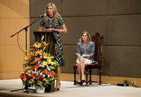 Koningin Maxima houdt een toespraak op de Katholieke Universiteit van Argentinie (UCA).