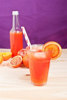 Orangeade espagnole (orange sanguine, fleur d'oranger) Summer Drink Recipes, Fruit Recipes, Summer Drinks, Cocktail Recipes, Cocktails, Strawberry Basil Lemonade, Peach Lemonade, Orangeade Recipe, Paradis Du Fruit