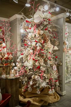 Christmas 2019 : Christmas Tree Decoration Ideas 2019 - Trend Today : Your source for the latest trends, exclusives & Inspirations Christmas Tree Design, Beautiful Christmas Trees, Christmas Tree Themes, Noel Christmas, Country Christmas, Christmas 2019, Winter Christmas, Christmas Wreaths, Holiday Decor