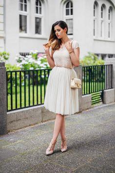 Tutu tulle skirt, Valentino Rockstud pumps in nude and beige Chanel Mini flap Valentino Rockstud Pumps, Chanel Mini, Nude Shoes, Church Outfits, My Outfit, Feminine, Chic, Tutu Skirts, Beige
