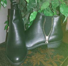 MQ23 bietet Schuhe über Amazon an. Angeboten werden die unterschiedlichsten Schuhformen in verschiedenen Farben, Materialien und natürlich Größen. Die Angebote sind alle sehr preiswert und laden be...