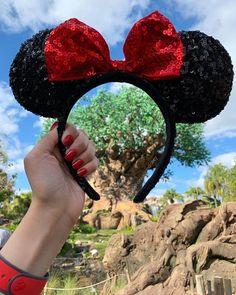 Hoje está sendo dia de Animal Kingdom! AMEI o Avatar Flight of Passage!!! E aí, estão acompanhando a viagem pelos stories? 😊 Disney World Fotos, Disney World Resorts, Disney Vacations, Walt Disney World, Disney Art, Disney Logo, Disney Animal Kingdom, Disney Minnie Mouse Ears, Mickey Ears