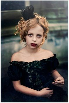 Vampire girl - make up and costume ideas. Not so much make up for my little girl.