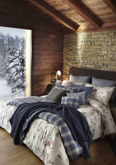 40 The Best Master Bedroom Rustic Design On Budget Feel Cozy - Home Style Home Bedroom, Master Bedroom, Bedroom Decor, Bedrooms, Bedroom Rustic, Chalet Design, House Design, Classic Interior, Bedroom Classic