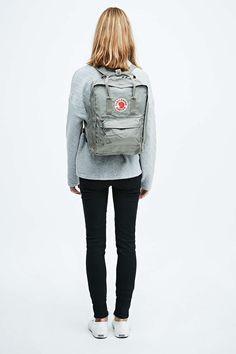Fjallraven Kanken Classic Backpack in Fog Grey