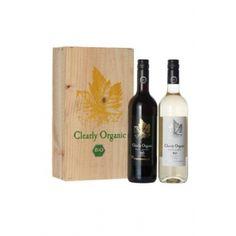 Een kist met 2 biologische wijnen met typische Spaanse druiven. De witte wijn is gemaakt van 100% Airén, wat zorgt voor een droge witte wijn met aroma's van groen fruit en een zachte afdronk. De rode wijn is gemaakt van 100% Tempranillo, wat zorgt voor een rode wijn met veel fruit en een lange volle afdronk. Beide wijnen zijn een heerlijke toevoeging als je lekker tapas gaat eten.