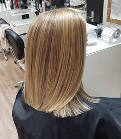 Bun Hairstyles For Long Hair, Bob Hairstyles, Long Lob Haircut, Blunt Hair, Blonde Lob, Master Barber, Langer Bob, Long Blond, Hair Falling Out