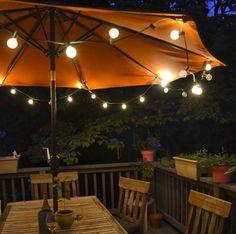 eclairage terrasse bois lanterne exterieur lumiere jardin idee luminaire pas cher spots led sol accrocher guirlande a parasol