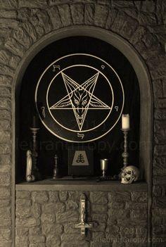 Satanic altar, featuring the Sigil of Baphomet altarpiece handcrafted by Reverend Byrd. Baphomet, Black Art, Black Metal, Wiccan, Witchcraft, Imagenes Dark, Laveyan Satanism, Satanic Art, Goth Home