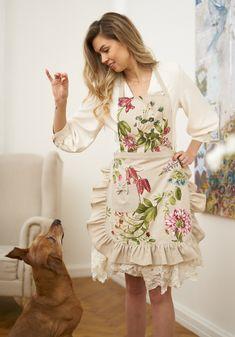 Green Purple Floral Ladies' Apron, Floral Women's apron, Summer Flower Print on Linen Background wit - Modern Apron Pattern Free, Vintage Apron Pattern, Retro Apron, Aprons Vintage, Ruffle Apron, Apron Diy, Cool Aprons, Sewing Aprons, Apron Designs