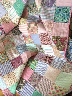 scrappy quilt in pastels <3
