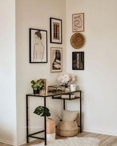 Dynamiser la première pièce que l'on découvre dans votre logement, sans pour autant la surcharger... #déco #astucedéco #conseildéco #rhinov #murdecadres Cheap Home Decor, Diy Home Decor, Decor Crafts, Decorations For Home, Art Decor, Hallway Decorations, Niche Decor, Target Home Decor, Ramadan Decorations
