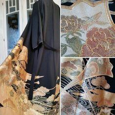 Etsy のEinzigartig Kimono Mantel im Schwarz mit goldenen prächtigen Japanese Muster / Handmade Kimono robe schwarz gold / Gown coat / Dressing coat(ショップ名:TodaysCoordinate)